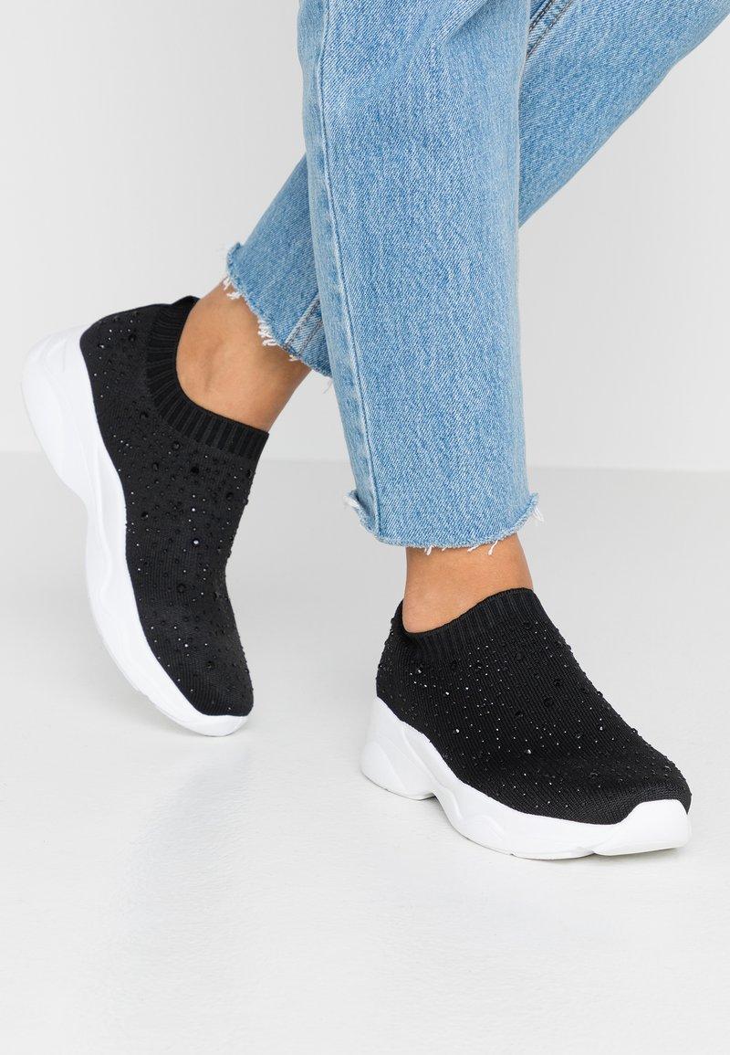 New Look - MOOTED - Nazouvací boty - black
