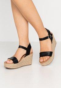 New Look - PICKLE - Højhælede sandaletter / Højhælede sandaler - black - 0