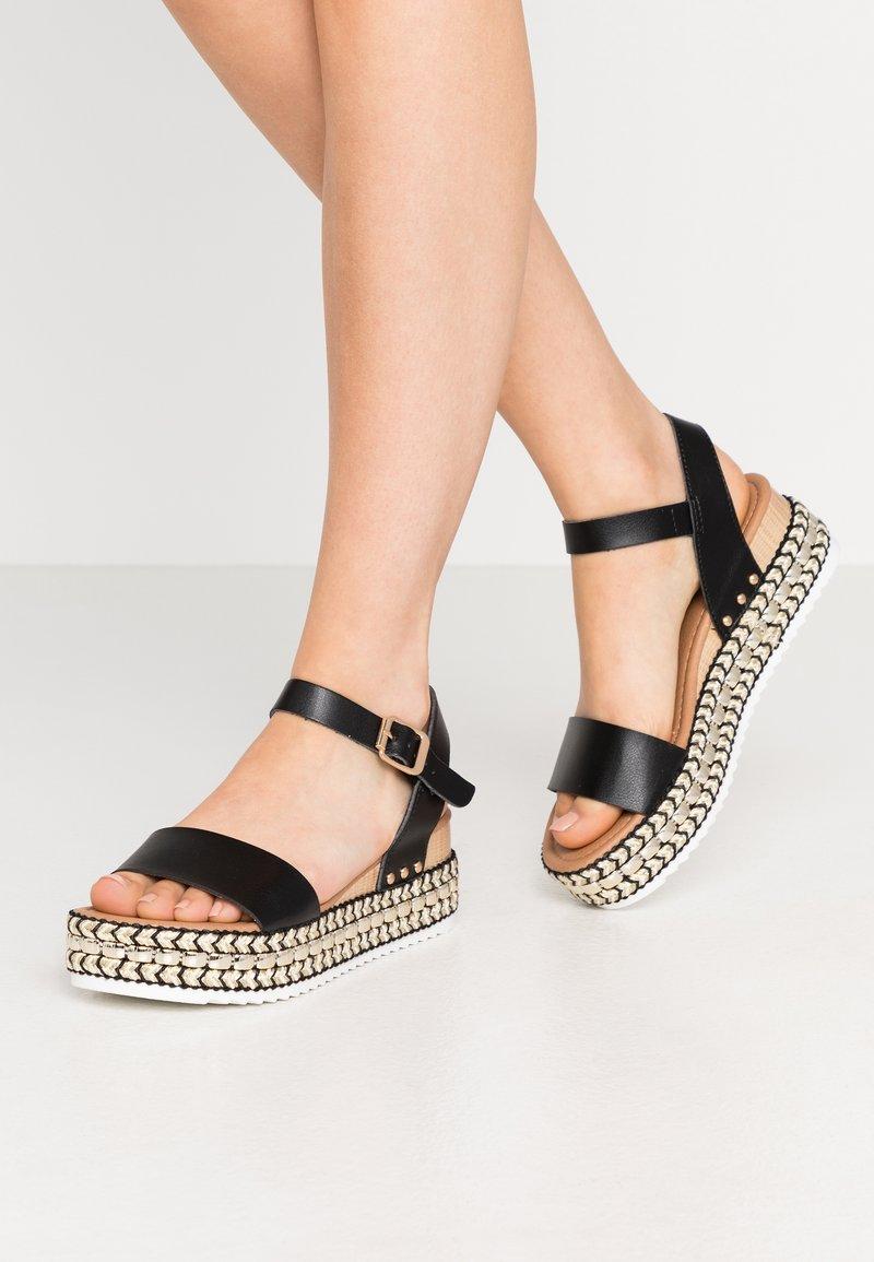 New Look - PARRAMELLA - Sandály na platformě - black