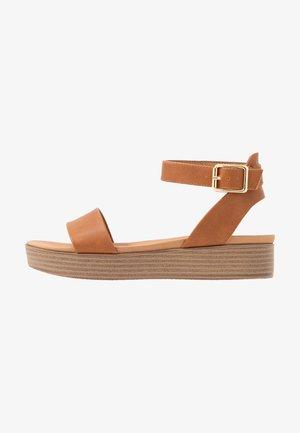 GENIUS - Sandalen met plateauzool - tan