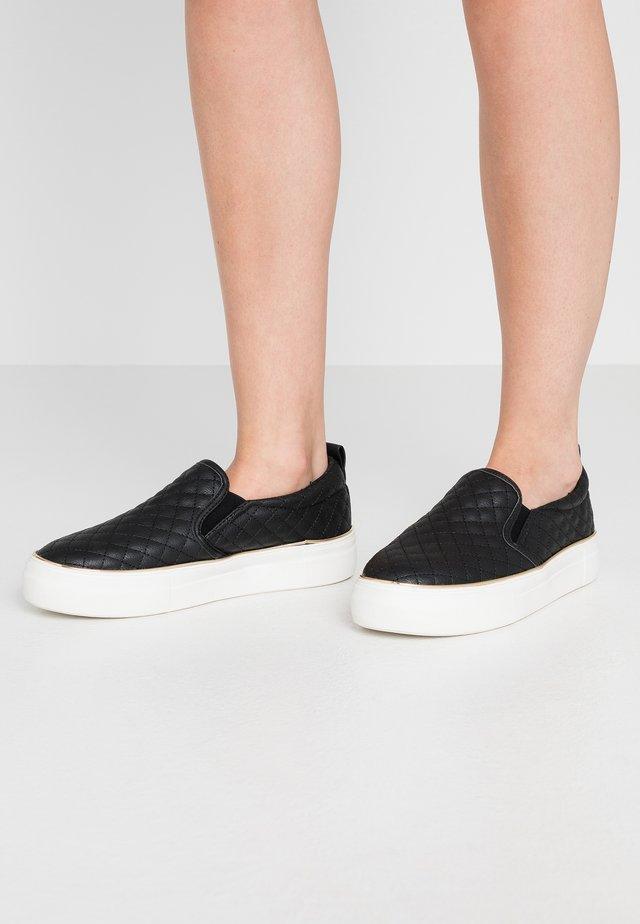 MILTON - Nazouvací boty - black