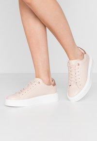 New Look - MODEL - Sneakers laag - oatmeal - 0