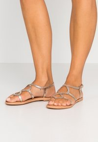 New Look - FILLY - T-bar sandals - gold - 0
