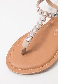 New Look - FELICITY - Sandály s odděleným palcem - oatmeal - 2