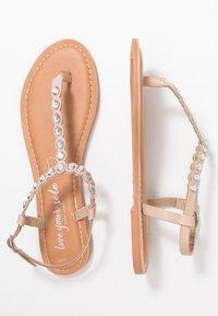 New Look - FELICITY - Sandály s odděleným palcem - oatmeal - 3