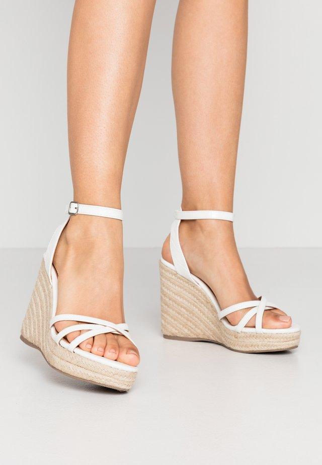 PEDGER - Sandalen met hoge hak - white