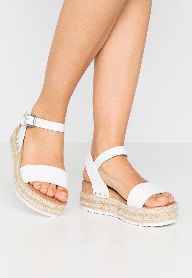 POMPER PLATFORM - Platform sandals - white