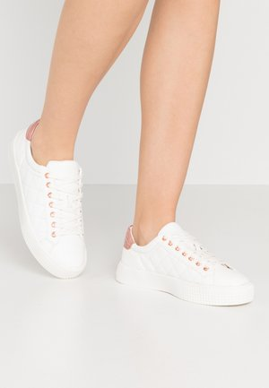 MILTED QUILTED LACE UP - Matalavartiset tennarit - white