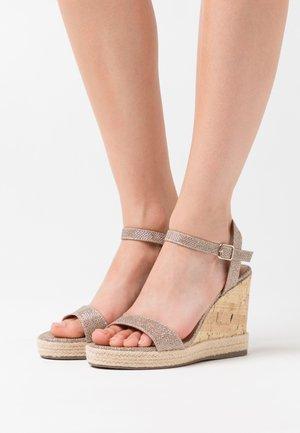 PERTH  - Korolliset sandaalit - gold