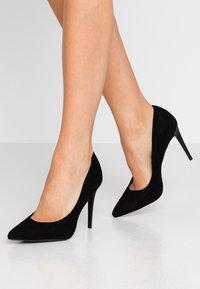 New Look - YINNY - Escarpins à talons hauts - black - 0