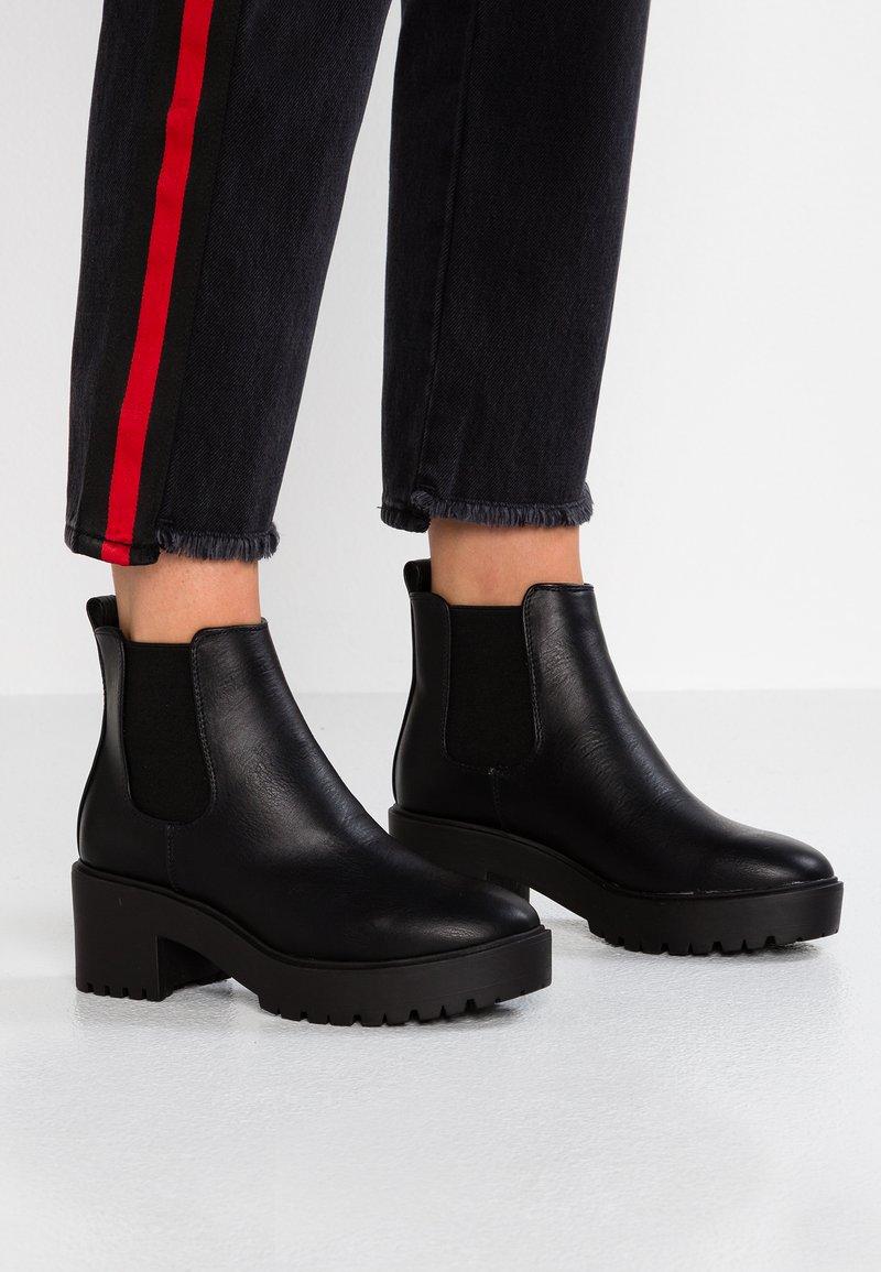 New Look - CAGEY - Enkellaarsjes met plateauzool - black