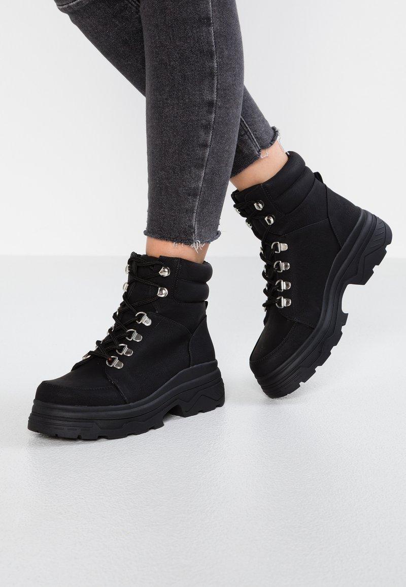 New Look - CHUNK - Plateaustøvletter - black