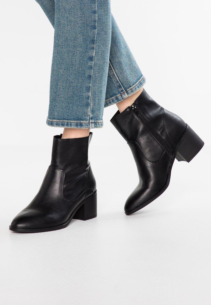 New Look - BRAMBLES - Kotníkové boty - black