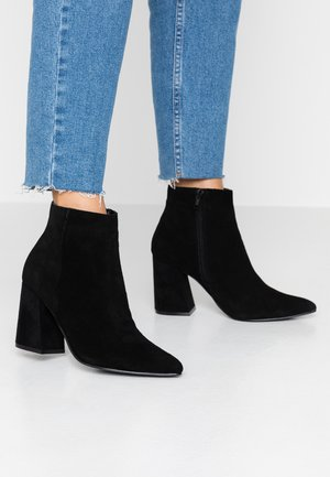BOSS - Kotníková obuv na vysokém podpatku - black