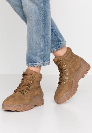 ELLIE - Kotníková obuv - tan