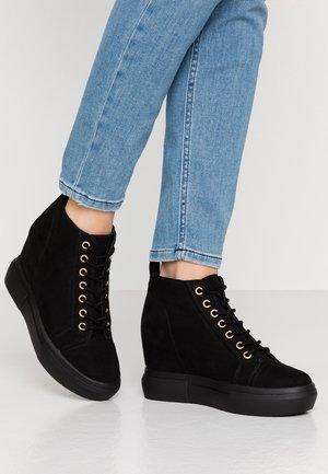 MUFFLE - Sneakersy wysokie - black