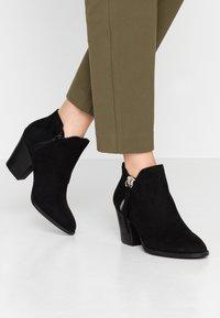 New Look - DWAYNE - Kotníková obuv - black - 0