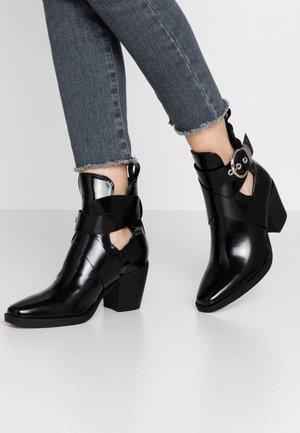 DENMARK - Kotníkové boty - black