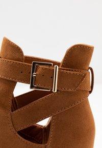 New Look - ELECTRIC - Korte laarzen - tan - 2