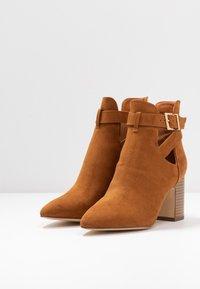 New Look - ELECTRIC - Korte laarzen - tan - 4