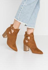 New Look - ELECTRIC - Korte laarzen - tan - 0