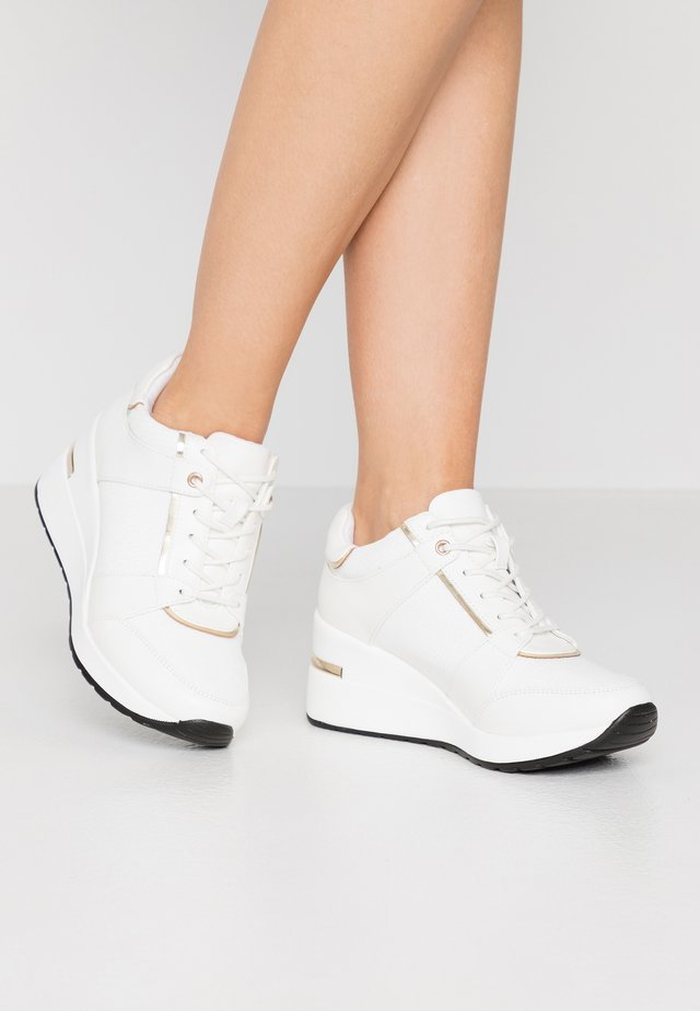 MAQUARIUS - Zapatillas - white