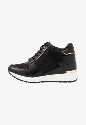 MAQUARIUS - Sneaker low - black