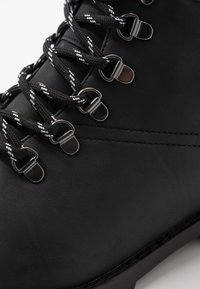 New Look - MIKE HIKER BOOT - Lace-up ankle boots - black - 5