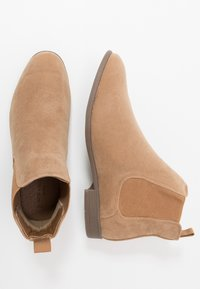 New Look - FRANCIS CHELSEA BOOT - Bottines - stone - 1