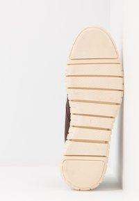 New Look - GOBI - Šněrovací kotníkové boty - dark brown - 4