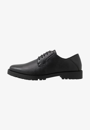 FELIPE CLEATED DERBY - Eleganta snörskor - black