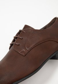 New Look - ASO SANDY PLAIN FORMAL - Šněrovací boty - dark brown - 5