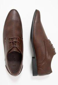 New Look - ASO SANDY PLAIN FORMAL - Šněrovací boty - dark brown - 1