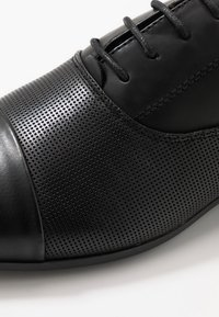New Look - RONALD FORMAL - Smart lace-ups - black - 5