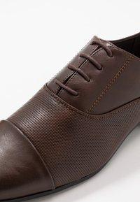New Look - RONALD FORMAL  - Smart lace-ups - dark brown - 5