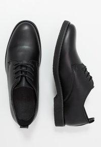 New Look - FOSTER HEAVY DERBY - Elegantní šněrovací boty - black - 1