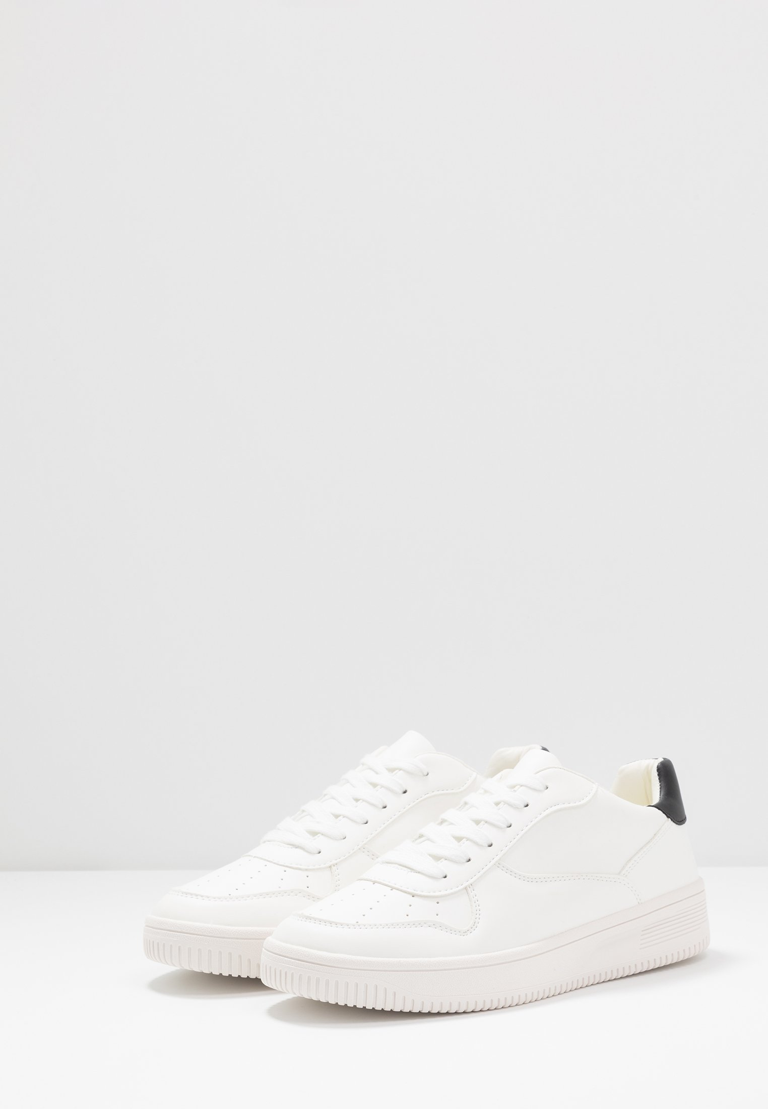 CAPTAIN TRAINER Sneakers white