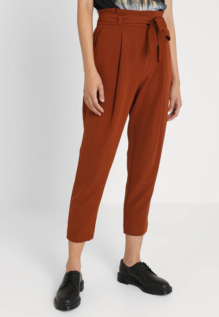 New Look - MILLER TIE WAIST TROUSER  - Trousers - rust