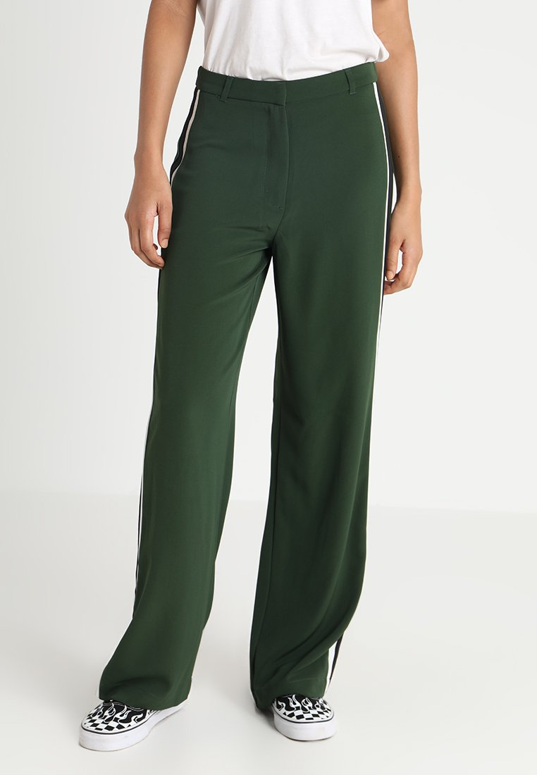 New Look - SIDE STRIPE FULL LENGTH WIDE LEG - Stoffhose - green