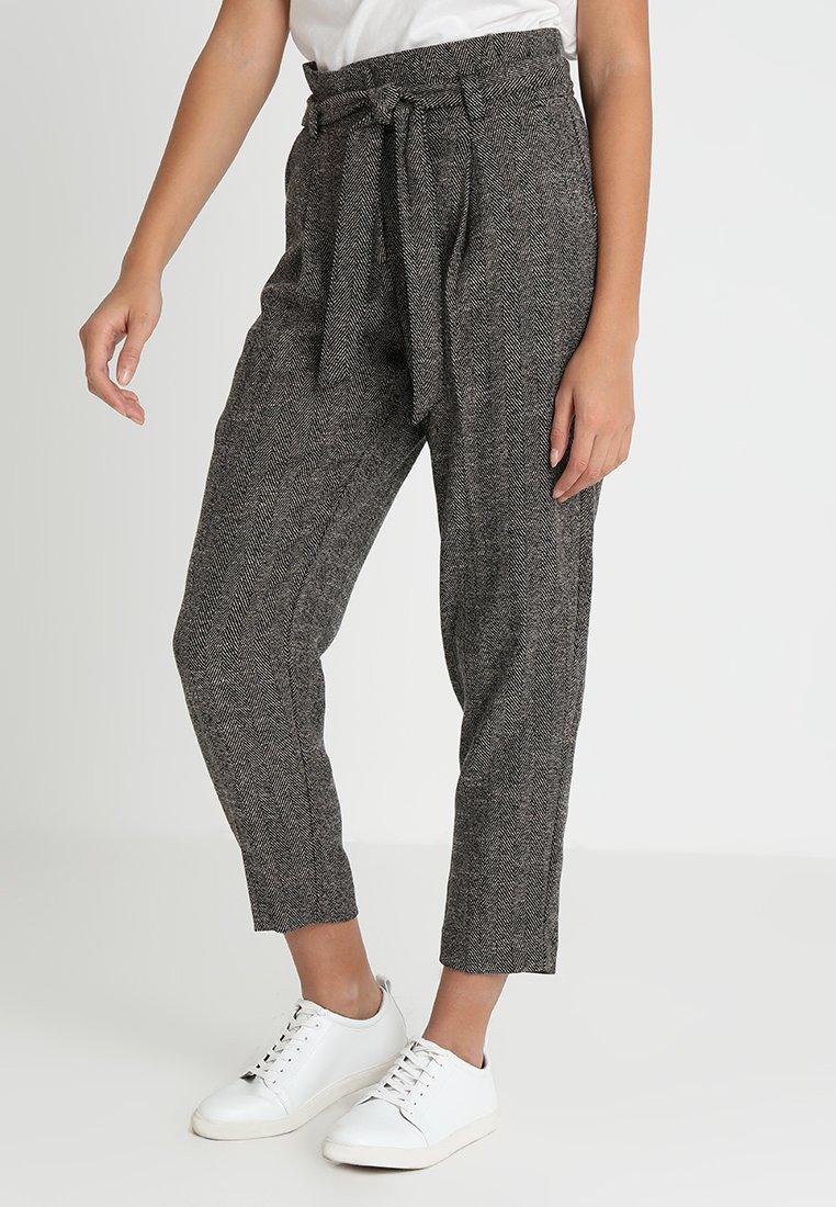 New Look - HERRINGBONE TIE WAIST TROUSER  - Trousers - black