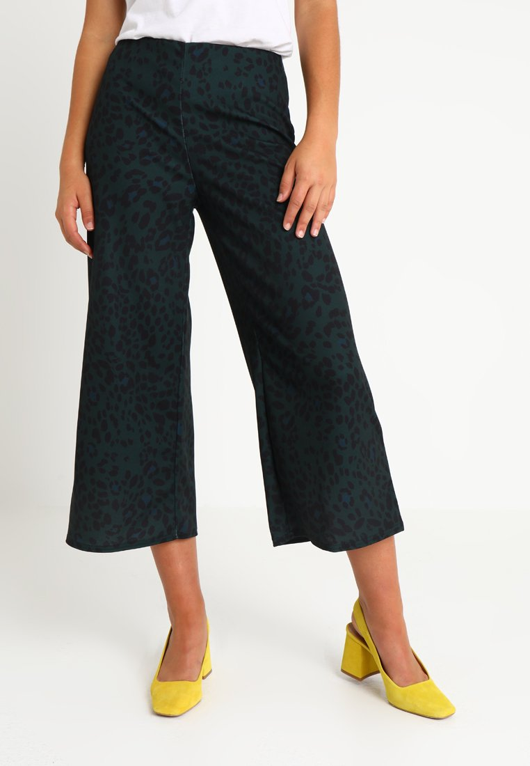 New Look - DARCY ANIMAL CROP - Pantalon classique - green