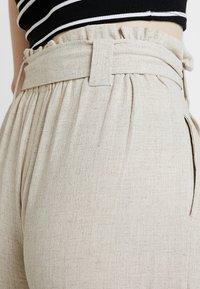 New Look - BERMUDA BUCKLE CROP - Pantalon classique - natural - 3