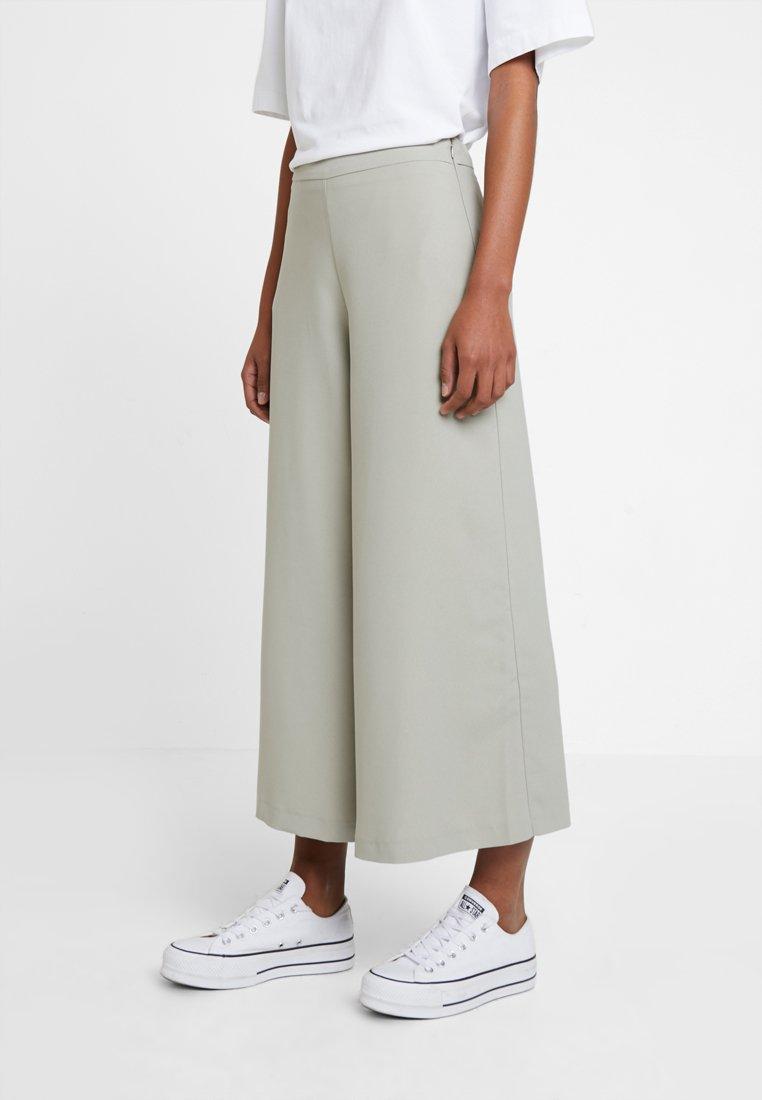 New Look - WIDE LEG CROP TROUSER - Pantaloni - sage