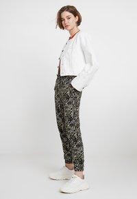 New Look - AMANDA CUFF - Spodnie materiałowe - olive - 1