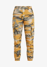New Look - CAMO UTILITY TROUSER RADAR - Pantaloni - yellow - 3