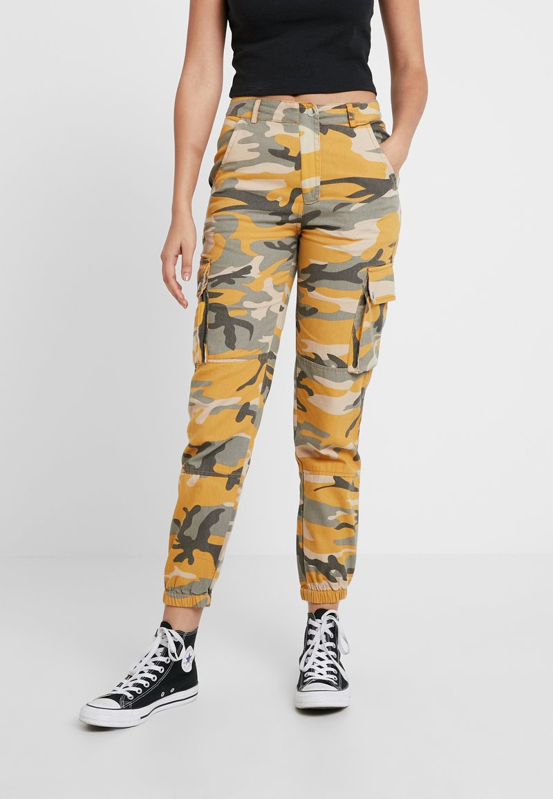 New Look - CAMO UTILITY TROUSER RADAR - Pantaloni - yellow