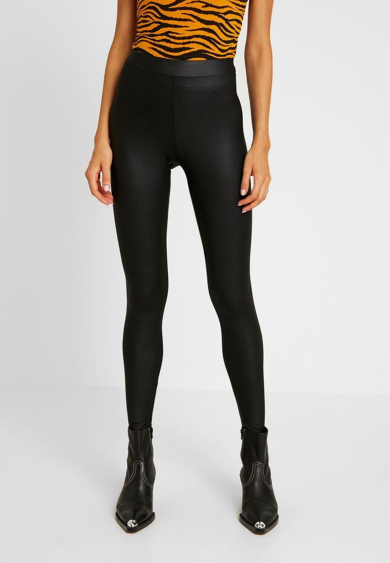 New Look - WET LOOK - Leggingsit - black