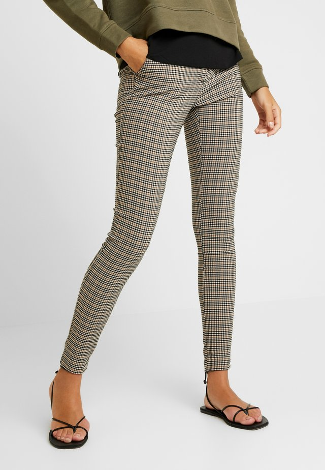 HENRY HERITAGE BENGALINE TROUSER - Trousers - black