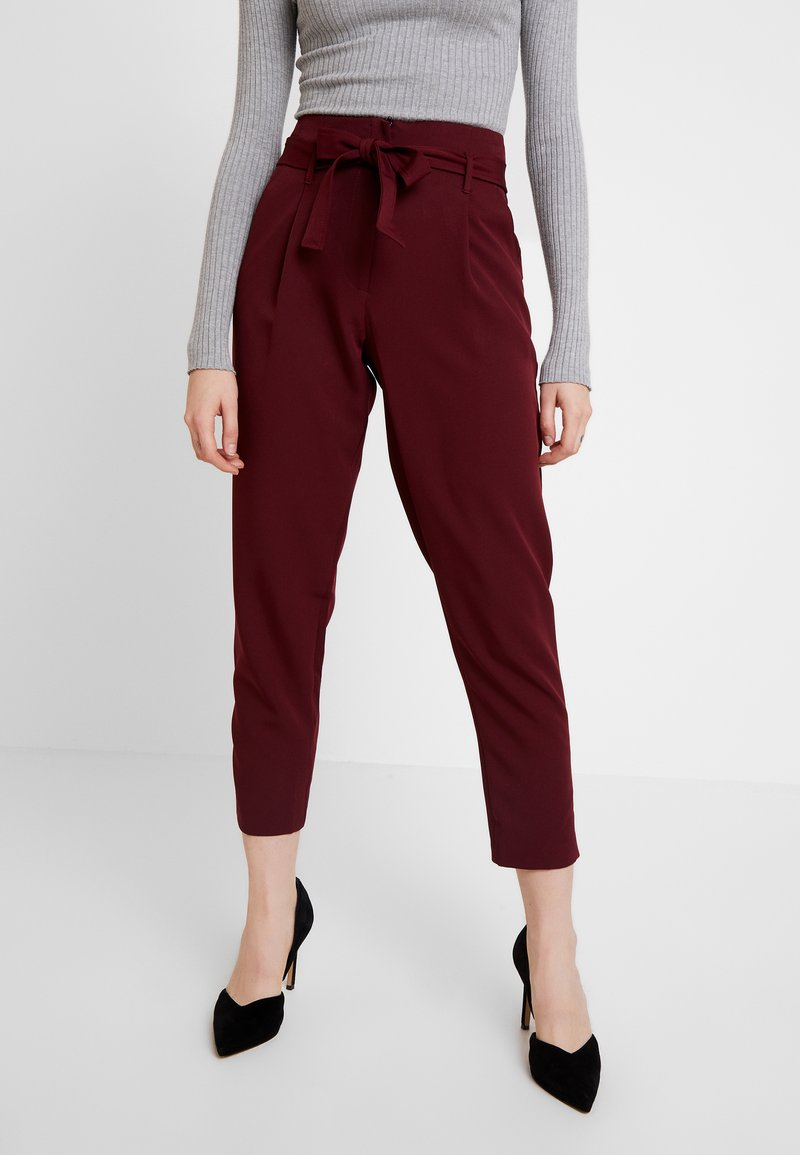New Look - PAPERBAG VICKY TROUSER - Kangashousut - burgundy