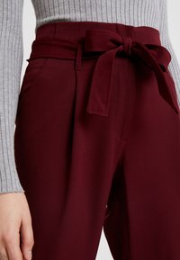 New Look - PAPERBAG VICKY TROUSER - Kangashousut - burgundy - 4